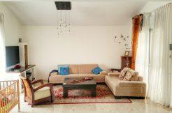קוטג' 6 חדרים עם שתי גינות 100 מר בשכונת הפרחים במודיעין - סלון