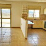 דירת 4 חדרים - למכירה ברח שרה אמנו במודיעין - סלון ומטבח